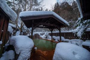 雪の平湯温泉